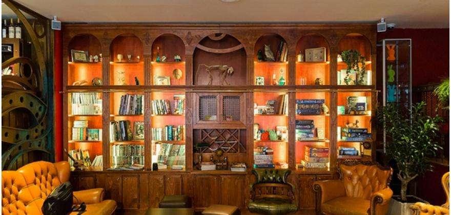 Are you a little bit geeky ? Here's a bar like no other : Le Dernier Bar avant la Fin du Monde