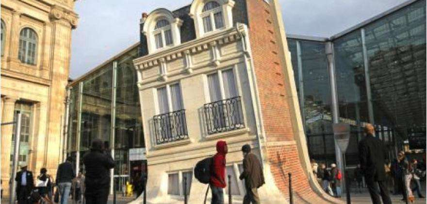 Melting Building at the Gare du Nord